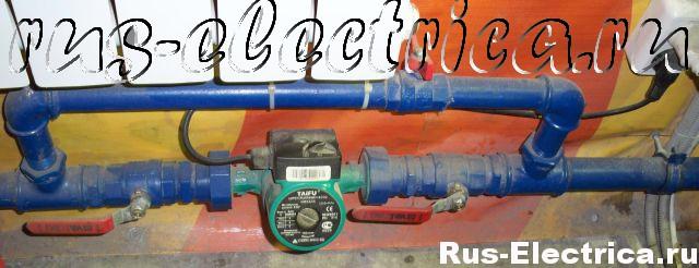 подключенный циркуляционный насос к системе отопления